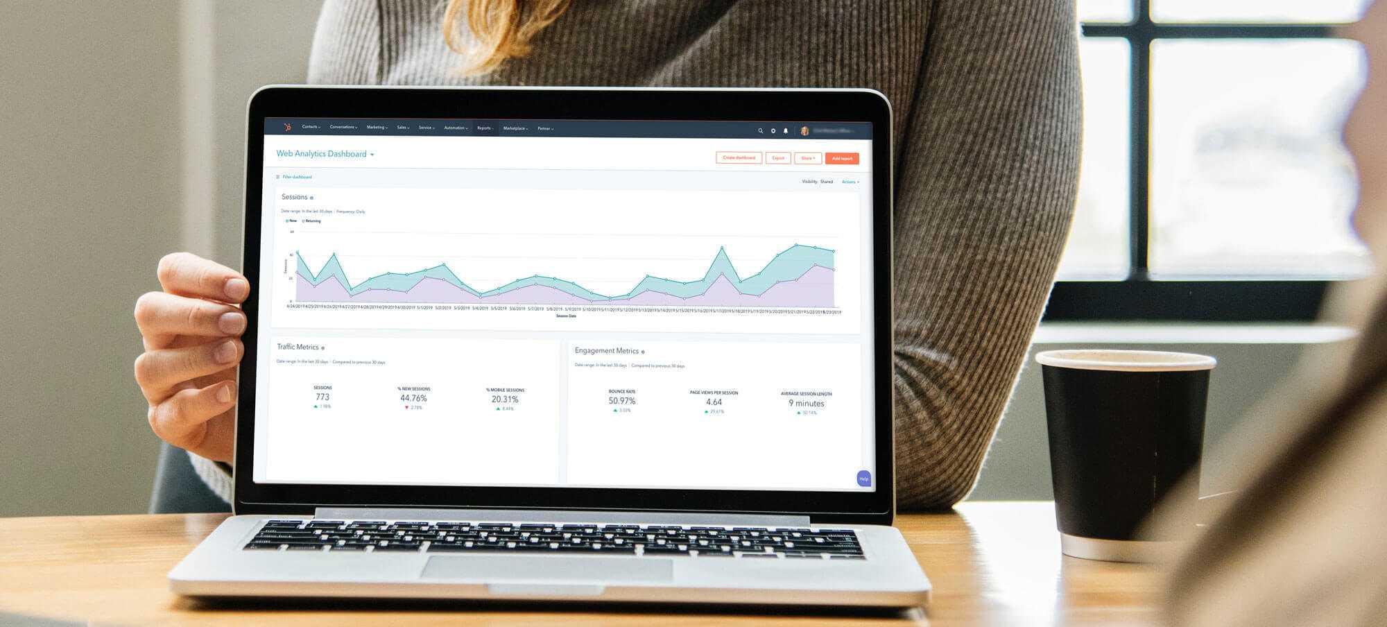 hubspot-consultant-laptop-dashboard-1